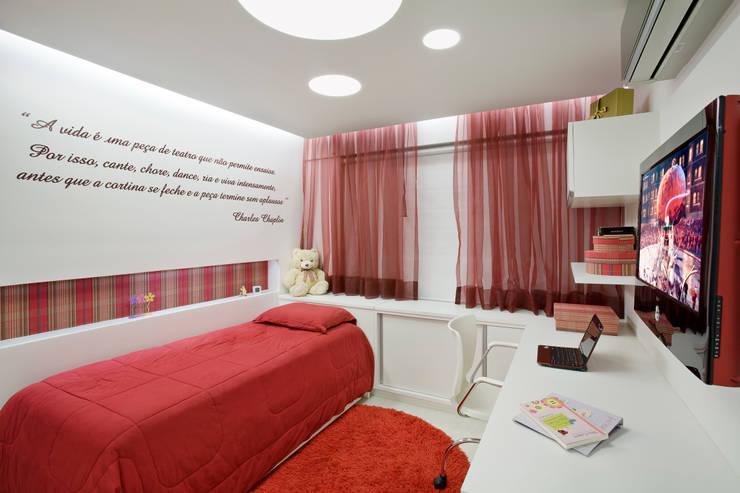 Duplex Costa: Quarto infantil  por Renata Dutra Arquitetura