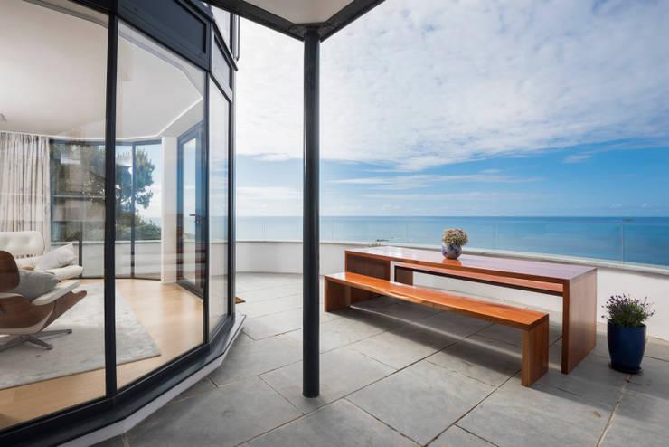 Terrazas de estilo  por Laurence Associates
