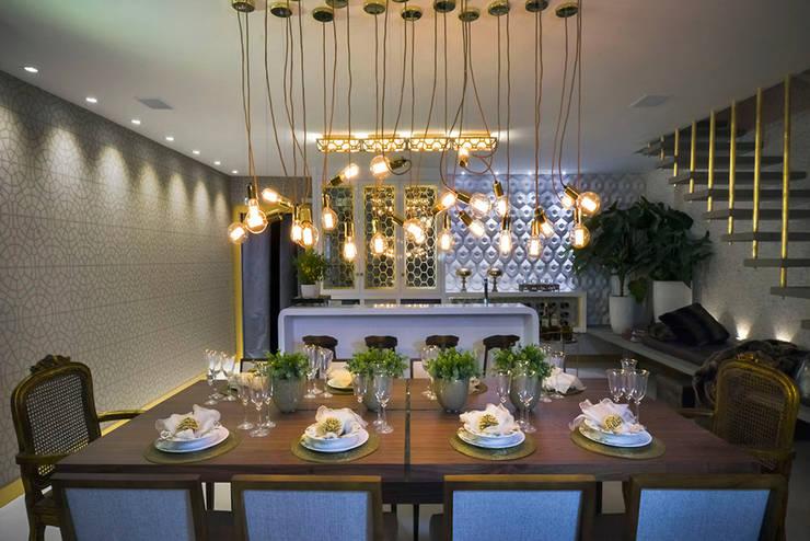 Polígono um ambiente para cada um - Ambiente CASA COR SC 2015: Salas de jantar clássicas por Spengler Decor
