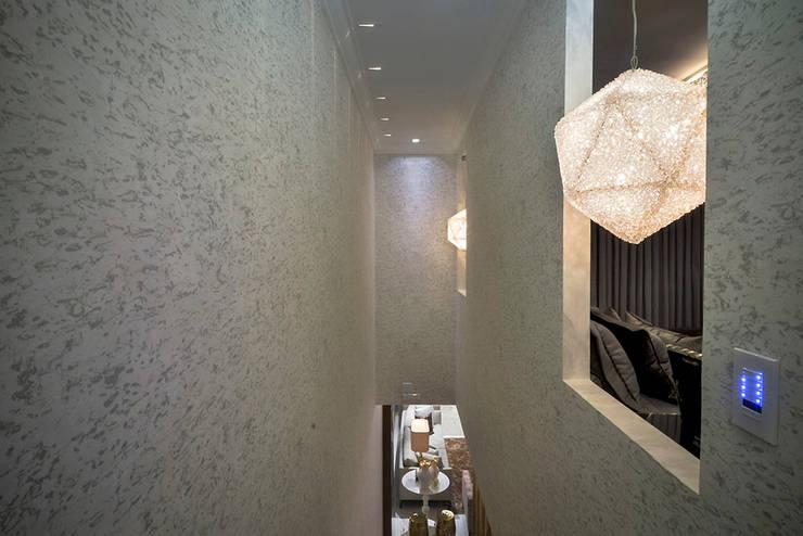Corridor & hallway by Spengler Decor,