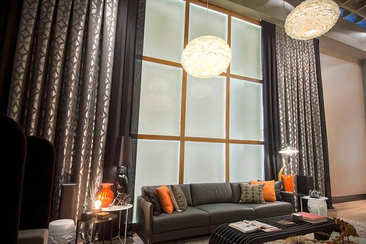 Triade Loft – Ambiente CASA COR SC 2015: Salas de estar modernas por Spengler Decor