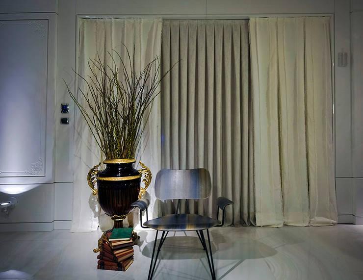 Penthouse Concept Loft- Ambiente CASA COR C 2015: Salas de estar  por Spengler Decor,