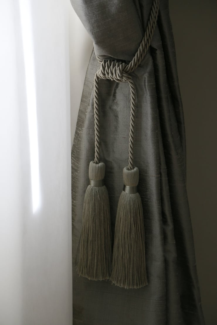 Detalhe Dormitório Hóspedes: Quartos  por MONICA SPADA DURANTE ARQUITETURA,Clássico