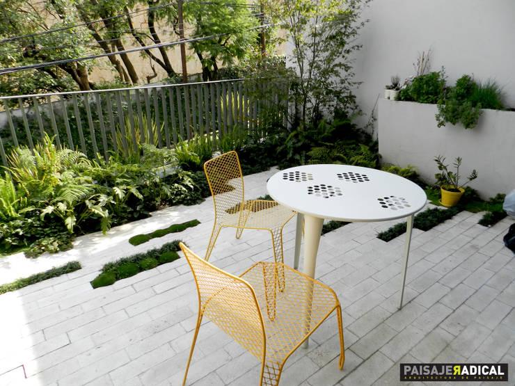 Mobiliario: Jardines de estilo  por Paisaje Radical