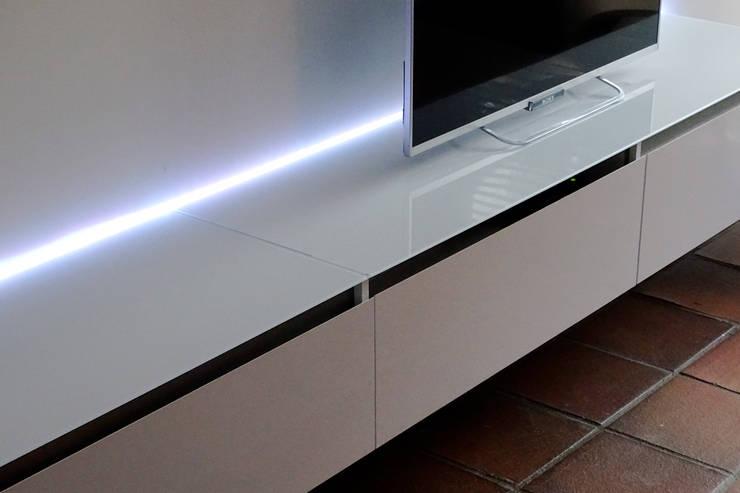 Modulair TV meubel:   door Nick Ronde Ontwerpen, Minimalistisch