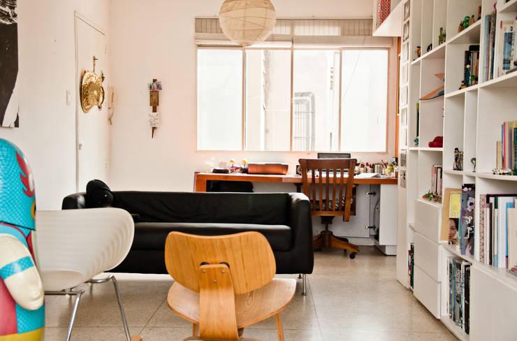 Sala: Salas / recibidores de estilo  por PUNCH TAD