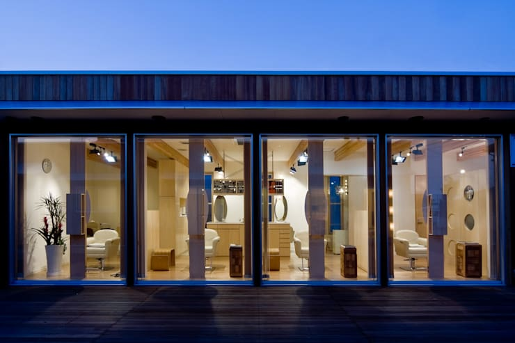 齋藤邸: 株式会社深田建築デザイン研究所が手掛けた窓です。