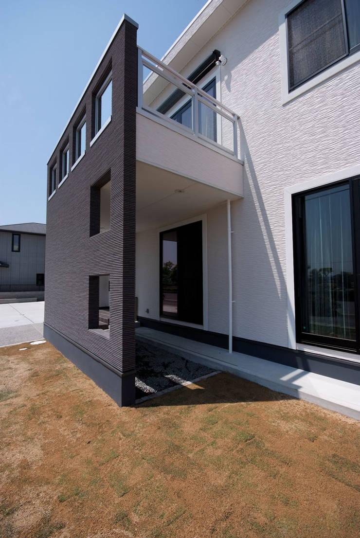 白川邸: 株式会社深田建築デザイン研究所が手掛けた家です。,モダン