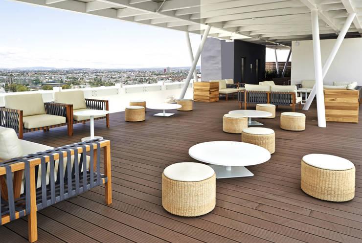 Roof Garden: Balcones y terrazas de estilo  por diesco