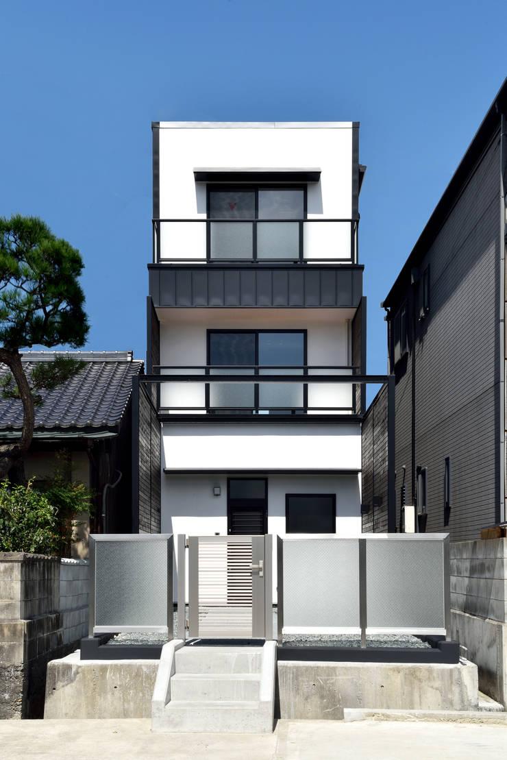 中島邸: 株式会社深田建築デザイン研究所が手掛けた家です。,モダン