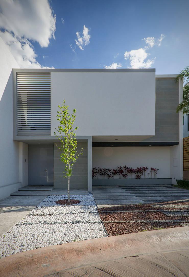 Casa TL: Casas de estilo  por Tacher Arquitectos