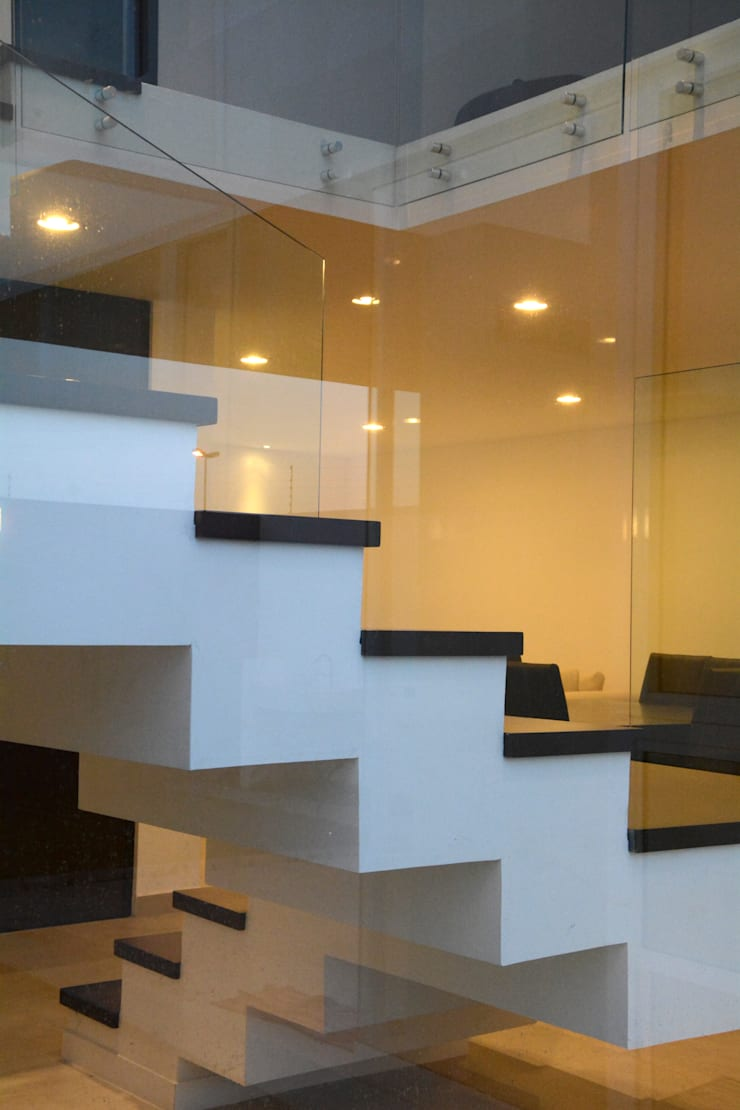 san martinito: Pasillos y recibidores de estilo  por wrkarquitectura