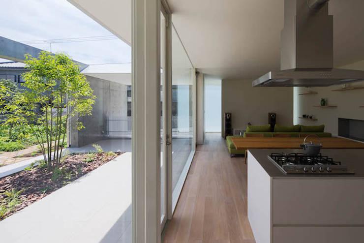 自由ヶ丘の家: MANI建築デザイン事務所が手掛けたリビングです。,