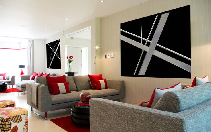 Картины меняют настроение интерьера: Гостиная в . Автор – Shazina Gallery,