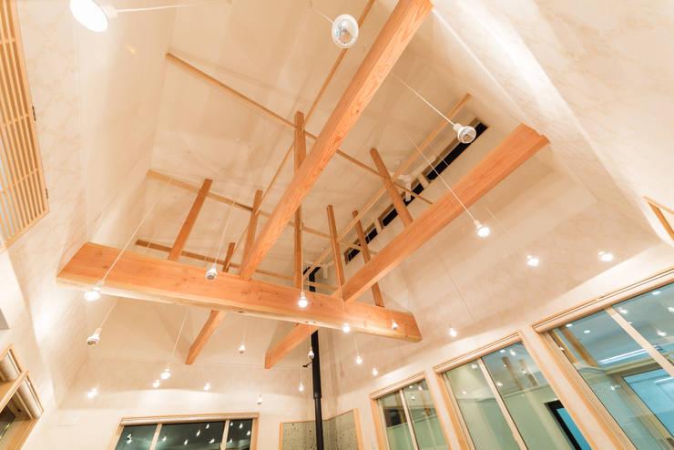"""愛犬と過ごす蔵王の別荘 """"Weekend house for Dog Lovers in Zao"""": 一級建築士事務所 早川建築研究所が手掛けたです。,"""