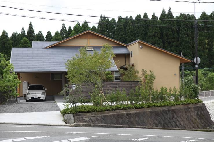 伊集院の家 モダンな 家 の 西 久志建築設計 モダン タイル