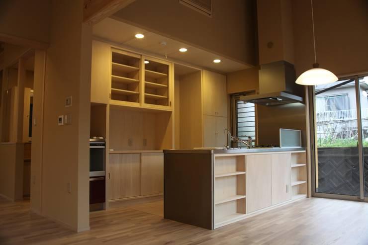 伊集院の家 モダンな キッチン の 西 久志建築設計 モダン 合板(ベニヤ板)