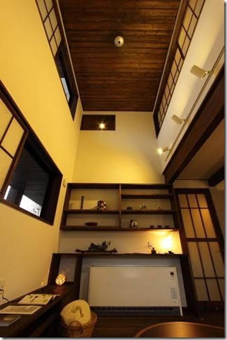 藤の木の家: 坂東建築設計室が手掛けた和室です。,