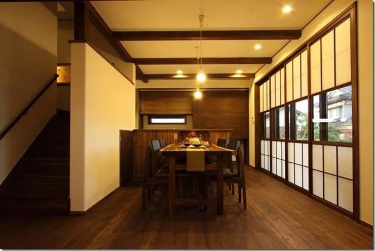 藤の木の家: 坂東建築設計室が手掛けたダイニングです。,