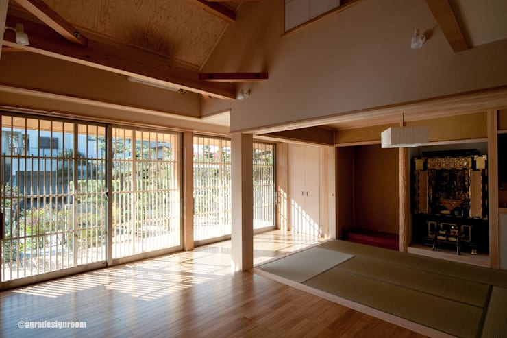 モダンに組み合わされた、伝統的な部屋  El cuarto tradicional que se hizo algo moderno.: アグラ設計室一級建築士事務所 agra design roomが手掛けたリビングルームです。
