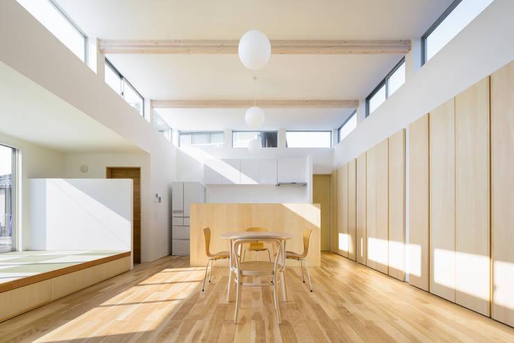 小笠の浮き家/floating house in Ogasa: 後藤周平建築設計事務所が手掛けたリビングです。