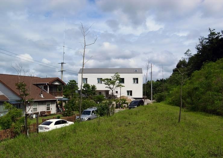 yj house: IDÉEAA _ 이데아키텍츠의  주택