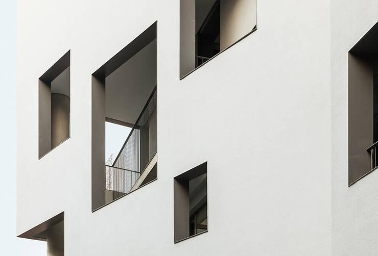 od building: IDÉEAA _ 이데아키텍츠의  베란다
