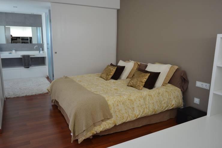 Vivienda Unifamiliar en Rubí: Dormitorios de estilo  de SRS Arquitectura y Urbanismo SLP