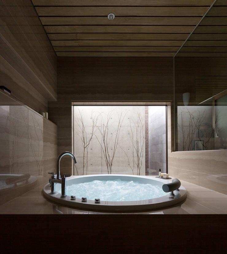 a-house: フォンテトレーディング株式会社が手掛けた洗面所&風呂&トイレです。