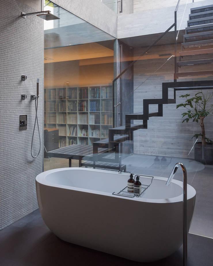 a-office_showroomarea: フォンテトレーディング株式会社が手掛けた洗面所&風呂&トイレです。