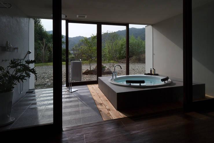 m-resort hotel: フォンテトレーディング株式会社が手掛けた洗面所&風呂&トイレです。