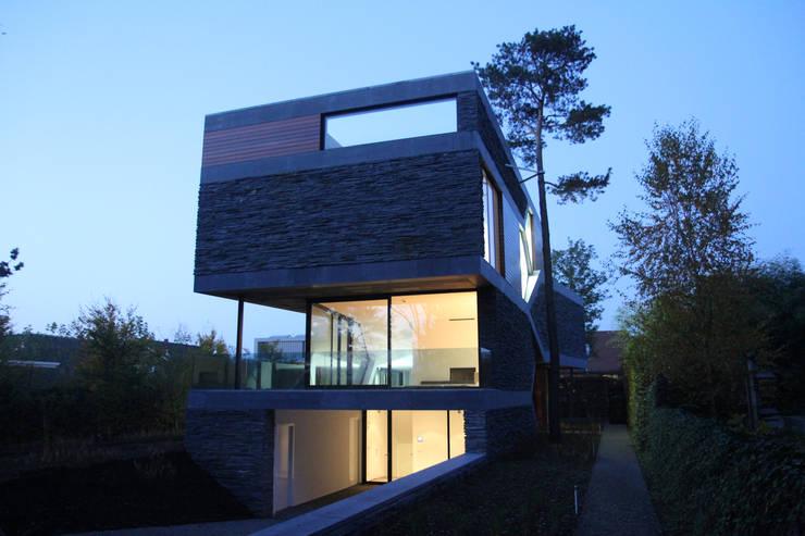 Villa van Liepzig Venlo:  Huizen door Loxodrome design&innovation, Modern