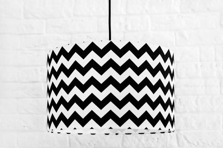 Lampa sufitowa chevron czarny: styl , w kategorii  zaprojektowany przez youngDECO,Nowoczesny Bawełna Czerwony