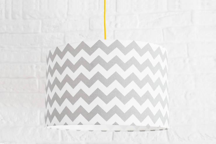 Lampa sufitowa chevron szary: styl , w kategorii  zaprojektowany przez youngDECO,Nowoczesny Bawełna Czerwony