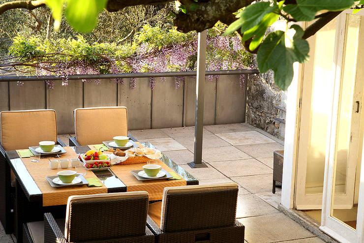 Exterior: Jardins  por MANUEL CORREIA FERNANDES, ARQUITECTO E ASSOCIADOS