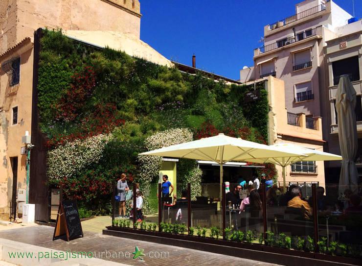 Bares y discotecas de estilo  por Jardines Verticales Paisajismo Urbano