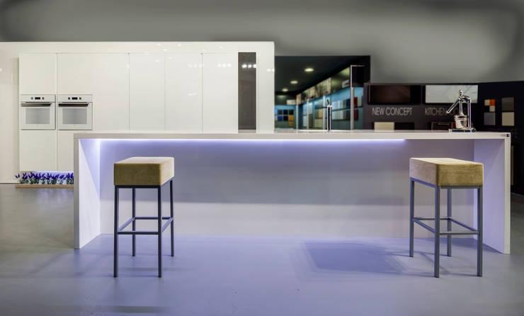 Crystal Brillo: Cocina de estilo  de TPC Instalación de cocinas en Parets del Vallès