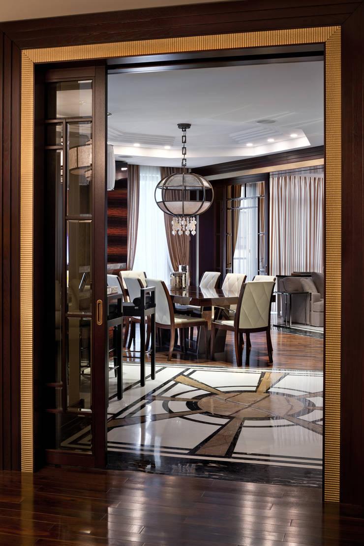 Частные апартаменты.: Столовые комнаты в . Автор – А3 ARCHITECTURAL BUREAU,