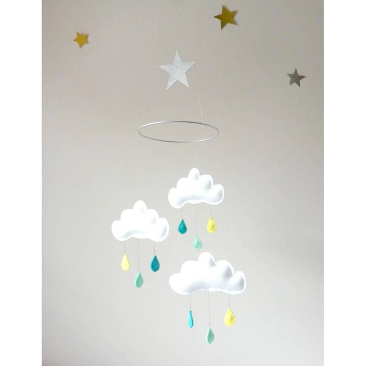 Mobile 3 nuages avec étoile Arthur - The Butter Flying: Chambre d'enfants de style  par decoBB
