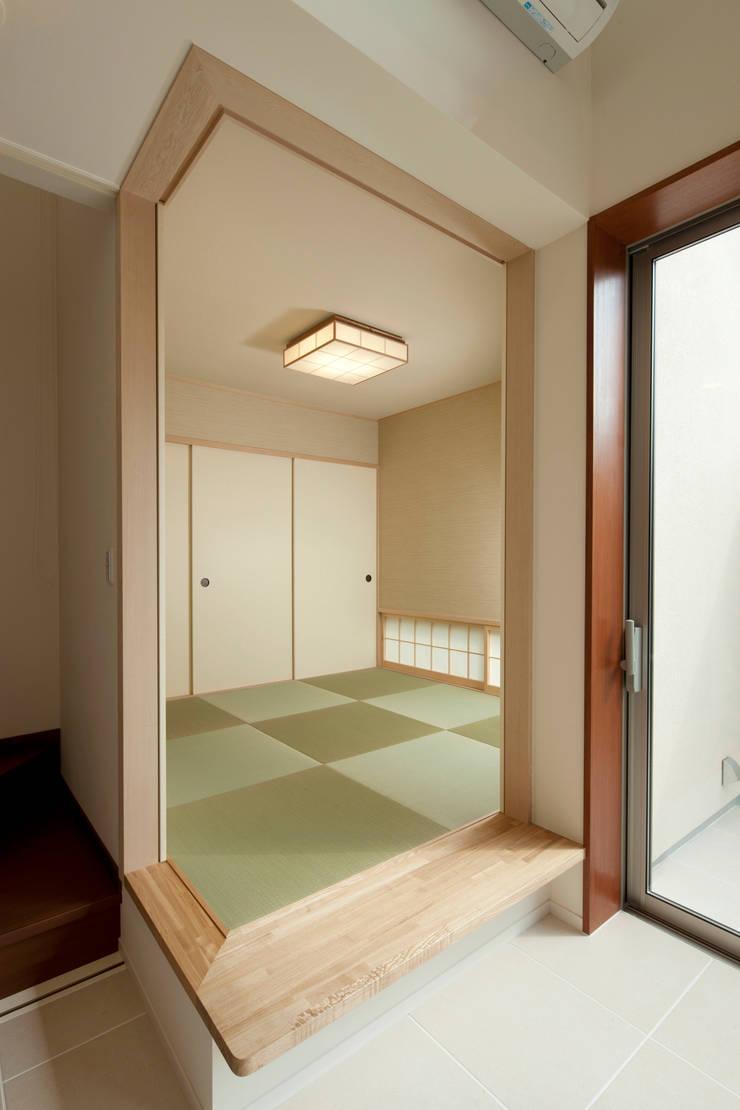 都島の家: 一級建築士事務所 Eee works が手掛けた和室です。