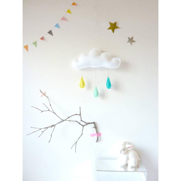 Mobile Nuage gouttes de pluie bleu, vert menthe, jaune - The Butter Flying: Chambre d'enfants de style  par decoBB