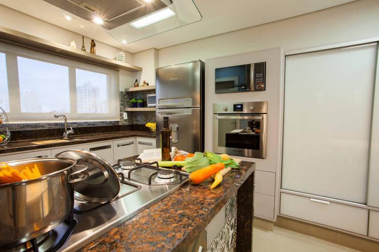 Nhà bếp by Estúdio HL - Arquitetura e Interiores