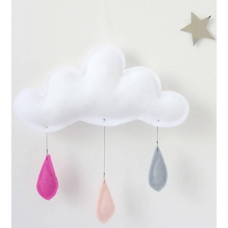 Mobile nuage gouttes de pluie rose/pêche/gris - The Butter Flying: Chambre d'enfants de style  par decoBB
