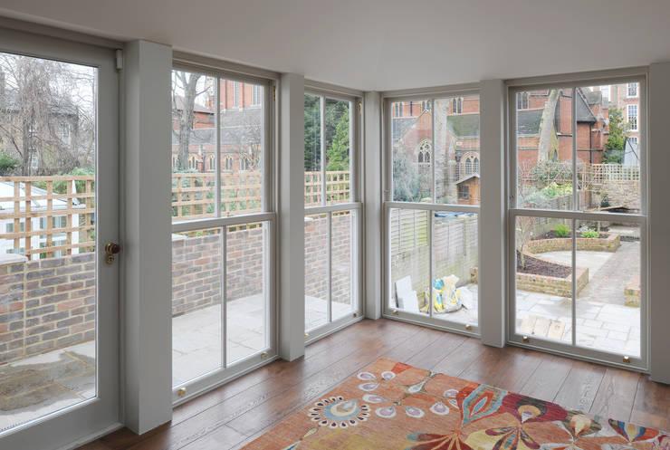 Park Place Villas: eclectic Living room by Inglis Badrashi Loddo