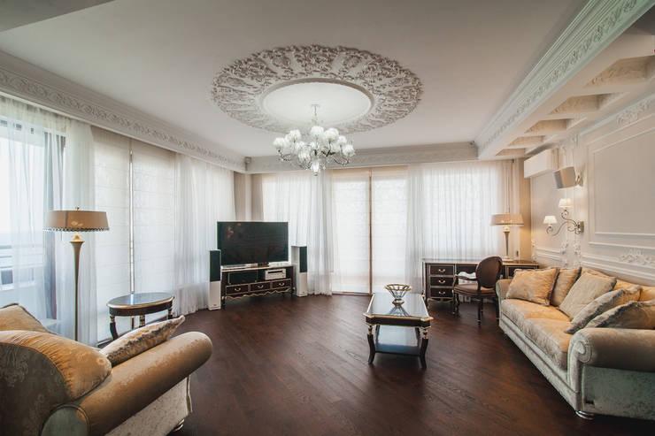 Salas / recibidores de estilo  por Дорогой Дом