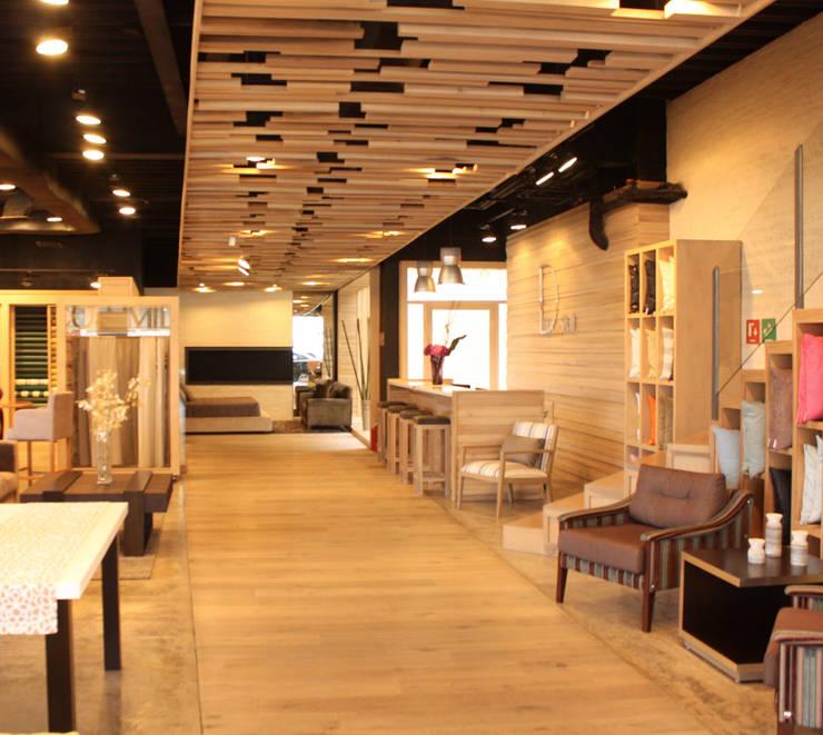 Decosimil Interlomas- Boue Arquitectos : Espacios comerciales de estilo  por Boué Arquitectos, Moderno