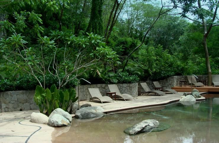 El Descanso Natural Pool: Albercas de estilo  por BR  ARQUITECTOS