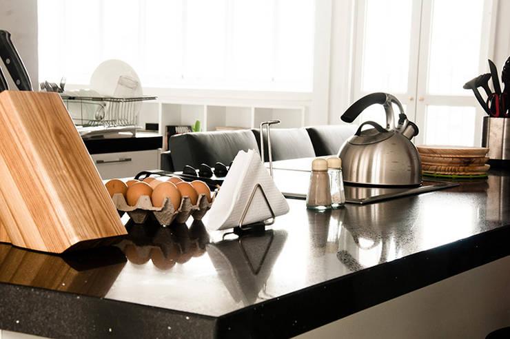 Apartamento en Sabana Grande: Cocinas de estilo  por PUNCH TAD