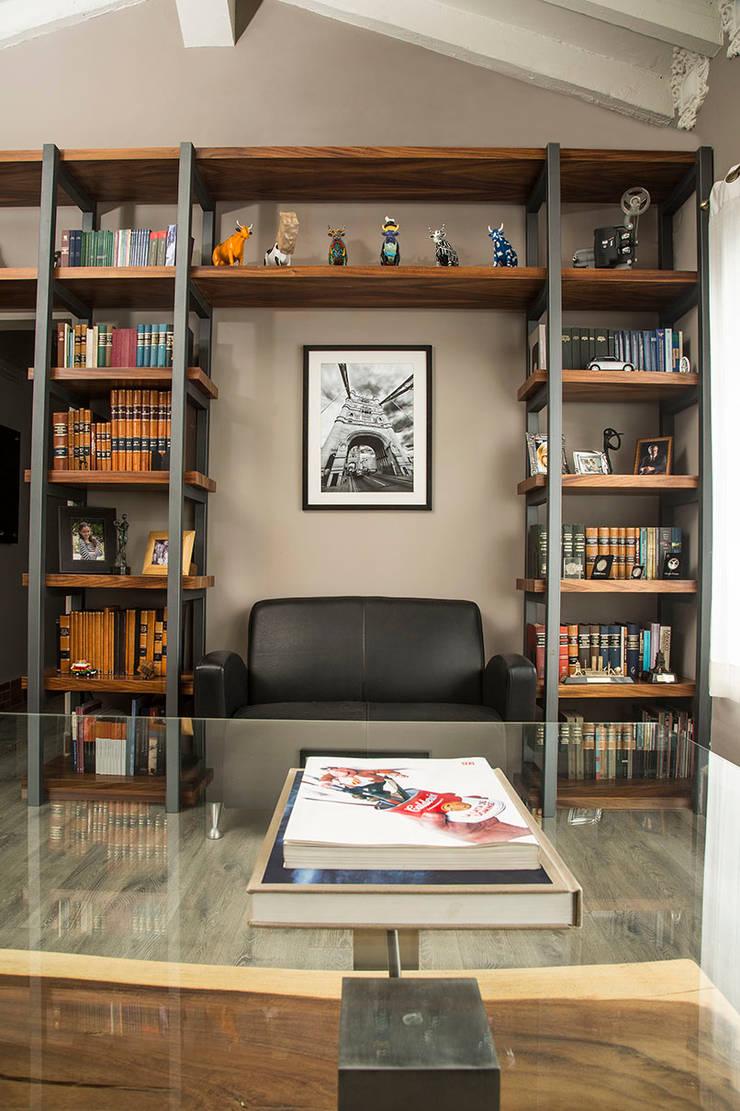 SALA DE JUNTAS 2: Oficinas y tiendas de estilo  por Ploka 8.7