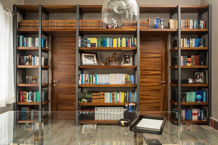 SALA DE JUNTAS 3: Oficinas y tiendas de estilo  por Ploka 8.7